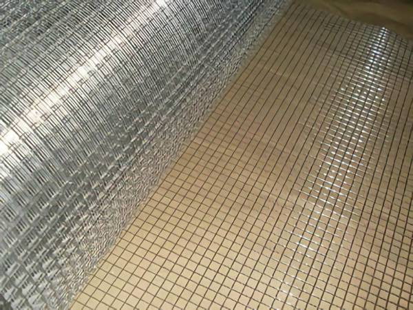 Galvanized welded mesh in rolled with thin wire and small mesh opening is put on the floor.