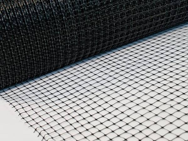 A roll of black plastic mesh with mesh size 15mm × 15mm